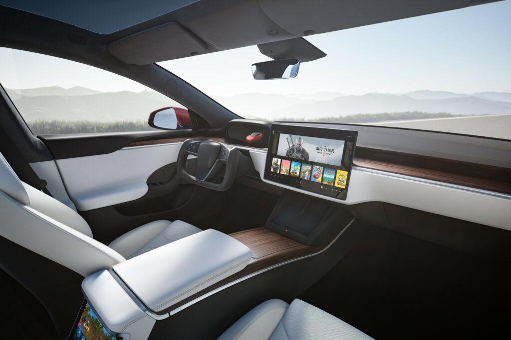 פנים הרכב ומערכת המולטימדיה החדשנית של טסלה מודל S החדשה
