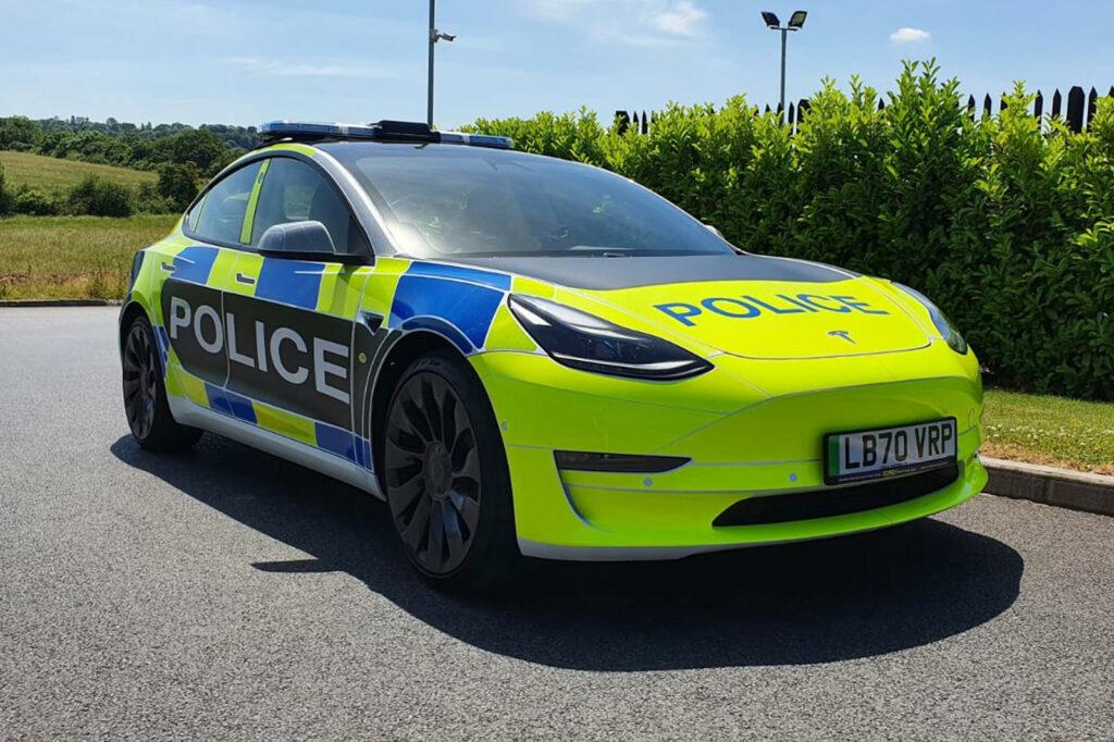 טסלה מודל 3 כרכב משטרתי בבריטניה