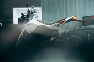 האופנוע החשמלי החדש של זירו FXE