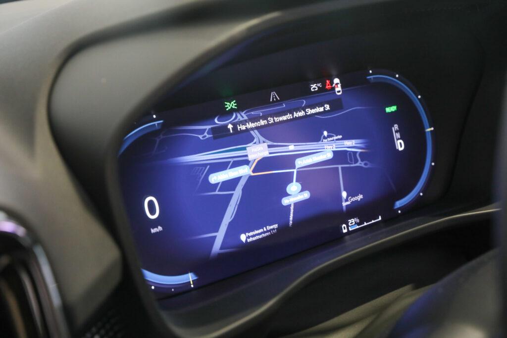 לוח מחוונים דיגיטלי של הרכב