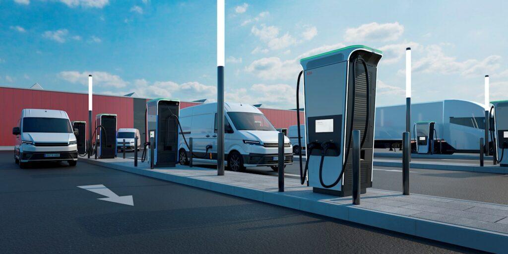 צי רכבי ואן חשמליים מחוברים למטען החדש של ABB