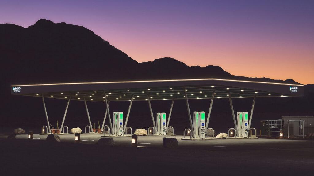 Electrify America מקימה את תחנת הטעינה הגדולה בארה״ב לרכבים כבדים