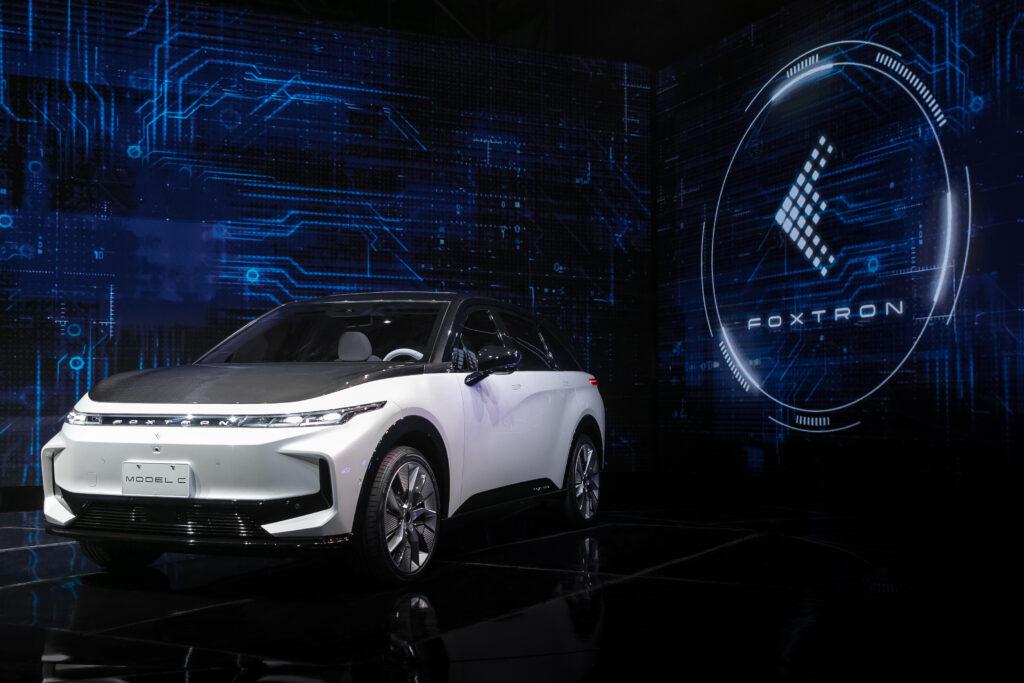 פוקסקון חושפת שלושה רכבים חשמליים חדשים